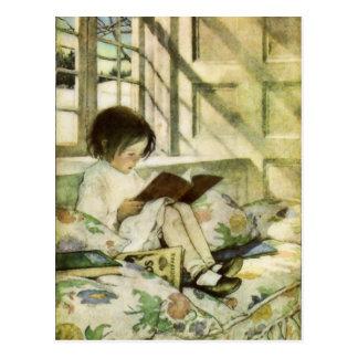 Libros en invierno de Jessie Willcox Smith Postal