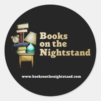 Libros en los pegatinas de Nightstand Etiquetas Redondas