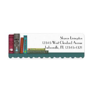 Libros en una etiqueta de estante etiqueta de remitente
