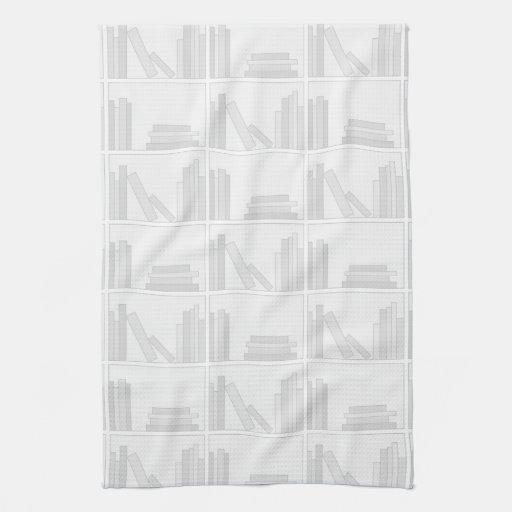Libros grises pálidos en estante toalla de cocina