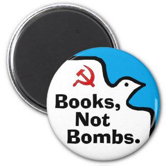 """""""Libros, no bombas."""" Imán"""