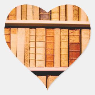 Libros obligatorios de cuero del siglo XVII Pegatina En Forma De Corazón