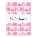 Libros rosados en estante