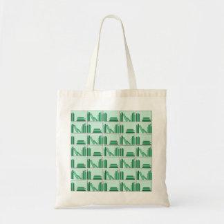 Libros verdes en estante bolsas