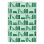 Libros verdes en estante felicitación