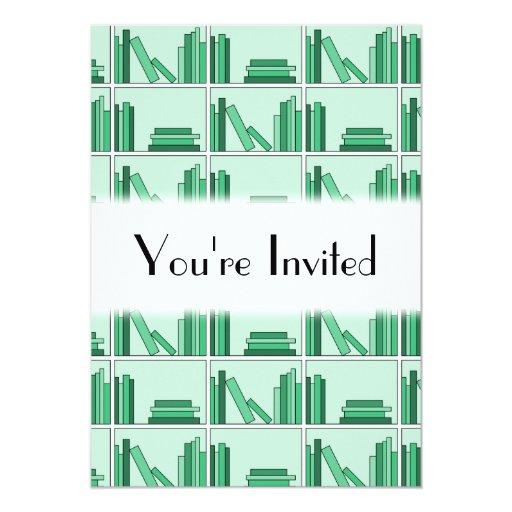 """Libros verdes en estante invitación 5"""" x 7"""""""