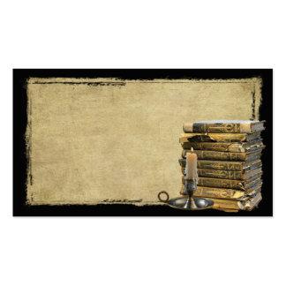 Libros viejos y tarjetas de visitas remilgadas de  tarjetas de visita