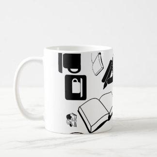 Libros y café: ¿Necesidad digo más? Taza Clásica