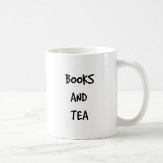 Libros y taza del té