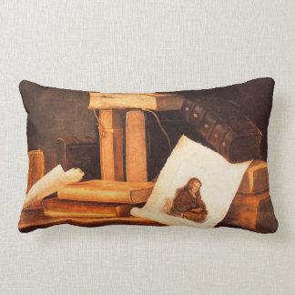 libros y una aguafuerte de Rembrandt por Stoskopff Cojin