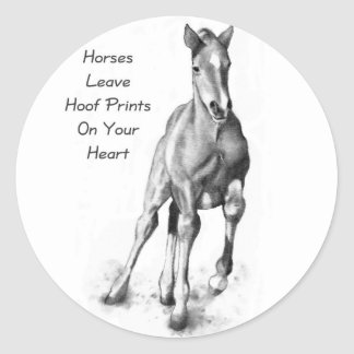 Licencia Hoofprints de los caballos en su corazón: Pegatinas Redondas