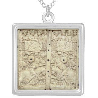 Lid of a casket depicting a tournament necklaces