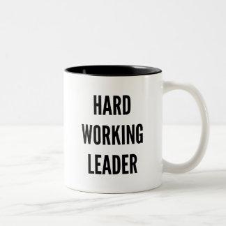 Líder de trabajo duro taza de dos tonos