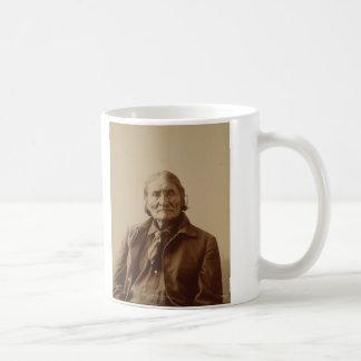 Líder indio Geronimo de Apache de Adolph F. Muhr Taza Básica Blanca