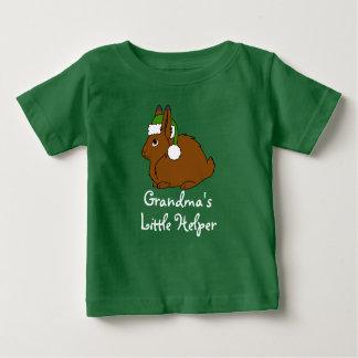 Liebres árticas de Brown con el gorra verde de Playera De Bebé