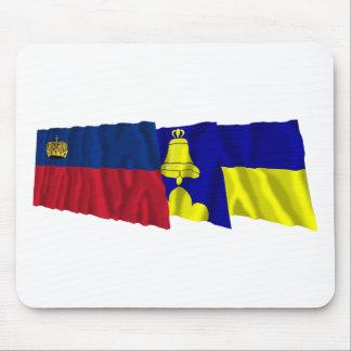 Liechtenstein y banderas que agitan de Triesenberg Alfombrilla De Ratones