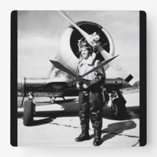 Lieut. (j.g.) Roberto Taylor, imagen de USNR_War Reloj Cuadrado