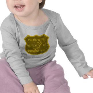 Liga de consumición de la esposa de la policía camisetas