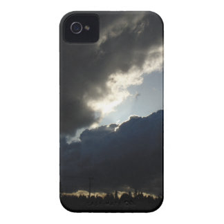 Light Breaks Through iPhone 4 Cover