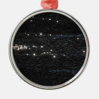Light reflections metal ornament