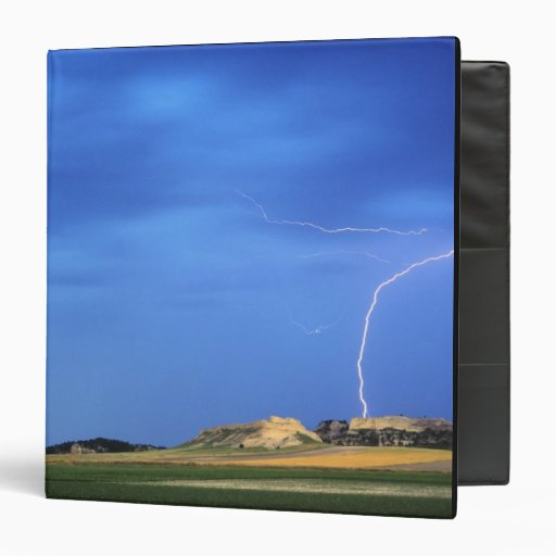 Lightning strikes the Wildcat Hills near Binder