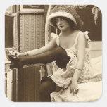 Ligón del francés - chica modelo del vintage calcomanía cuadradas personalizadas