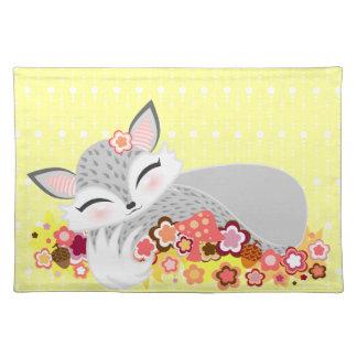 Lil Foxie Cub - Fox soñoliento lindo Placemat Mantel