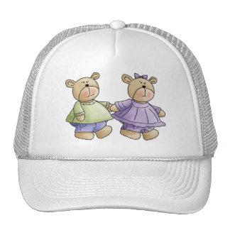 Lil lleva a los gemelos verde y púrpura gorras