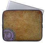 Lila con monograma del bolso de la electrónica de  mangas portátiles