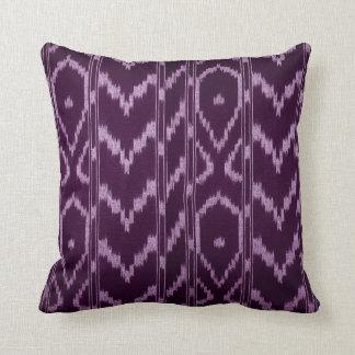 Lila púrpura tribal moderna de Ikat Chevron el | Cojín