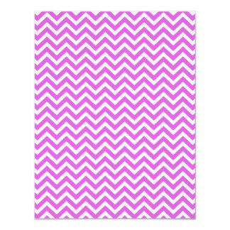 """Lila y zigzag blanco Chevron ondulado de la Invitación 4.25"""" X 5.5"""""""