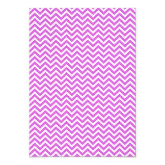 """Lila y zigzag blanco Chevron ondulado de la Invitación 5"""" X 7"""""""