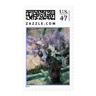 Lilas en una ventana por el franqueo de la bella sello postal