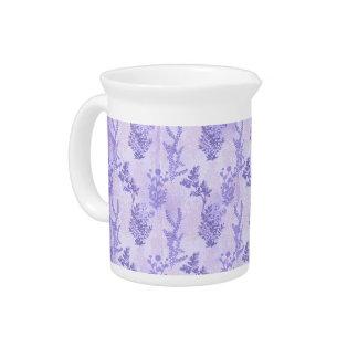 Lilas púrpuras bonitas jarras para bebida