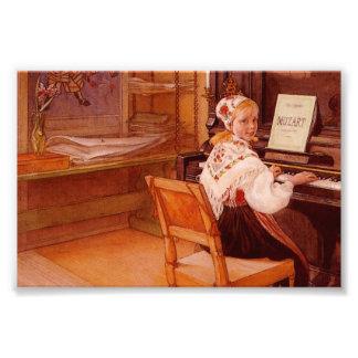 Lillanna que juega a Mozart Foto