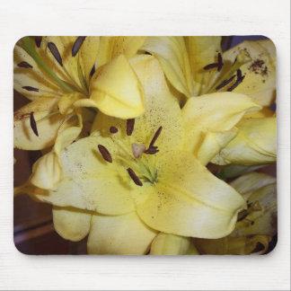 Lillies amarillos tapetes de ratones