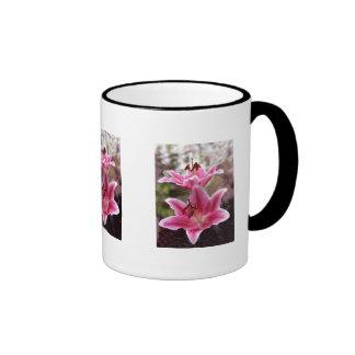 Lillies rosados taza a dos colores