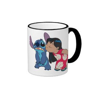 Lilo besa la puntada taza a dos colores