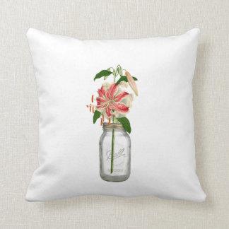 Lily fleur dans un pot Mason Throw Pillow