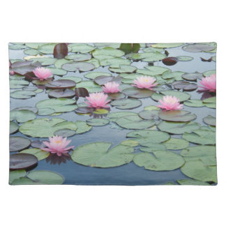 Lilypad Placemat Mantel