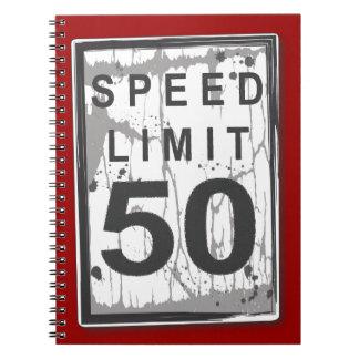 Límite de velocidad cuaderno sucio del libro de vi