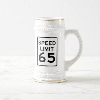 Límite de velocidad muestra de 65 MPH Jarra De Cerveza