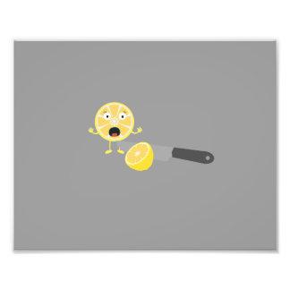 Limón con el cuchillo cojinete