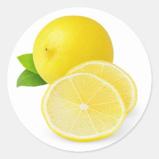 Limón fresco con las rebanadas pegatina redonda