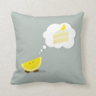 Limón sonriente que piensa en la torta del limón almohadas