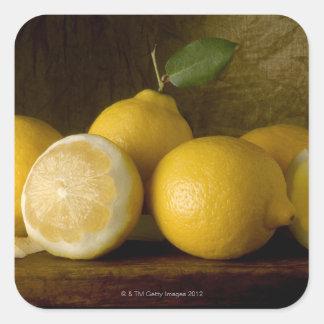 limones en la madera pegatina cuadrada