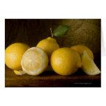 limones en la madera tarjetas