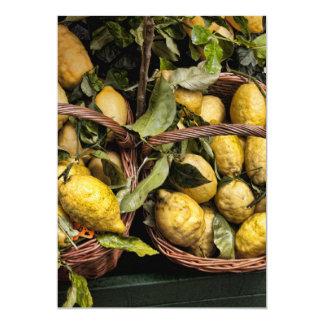 """Limones italianos elegantes en una cesta invitación 5"""" x 7"""""""