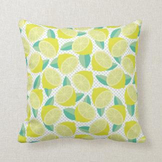 Limones retros listos para ser exprimido cojín