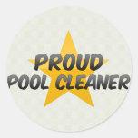 Limpiador orgulloso de la piscina pegatina redonda